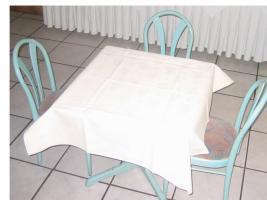 Foto 2 Stühle - Tische - Wandlampe: Privat o. Gastronomie