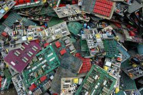 Foto 4 Suche Computerschrott