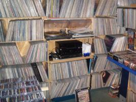 Foto 2 Suche Schallplatten und CD`s - Metal - Punk - HC - AOR - Hardrock - Indie-usw.....
