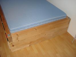 Foto 2 Super Masives Bett 1,40x2,0m *Ideales Gaestebett*