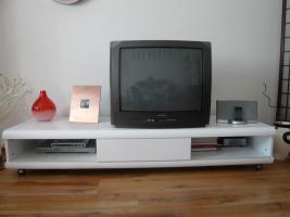 TV-Bank in Weiß, hochwertige Ausführung