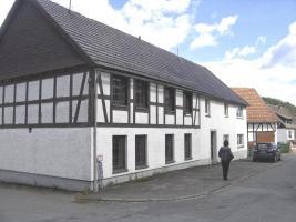 Teilrenoviertes Wohnhaus mit 3 separaten Wohnungen, provisionsfrei