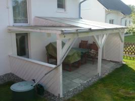 Terassenüberdachung mit Regenrinne + innenliegendem Sonnensegel