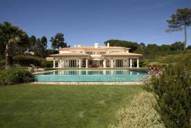 There are a few demanding villas near Lisbon, we offer one of them...