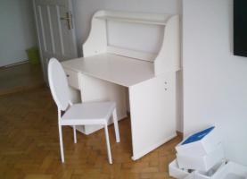 Foto 2 Tisch mit Stuhl