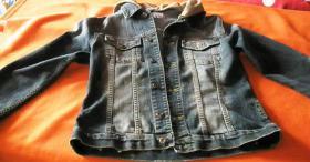 Tolle Jeansjacke mit Kapuze