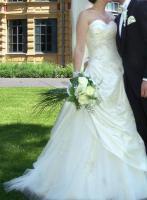 Tolles, romantisches Brautkleid von Pronovias
