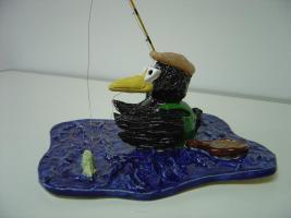 Foto 3 Tonfigur Keramikfigur Rabe Fliegenfischer Angler Gartendeko Geschenk