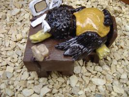 Foto 2 Tonfigur Keramikfigur Rabe am Schreibtisch Gartendeko Geschenk