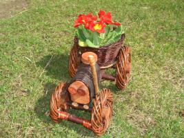 Traktor als schickes Planzgefäß oder Deko für Ihren Garten