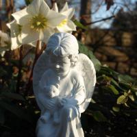 Foto 2 Trauer und Dekoration, Schutzengel mit Teddybär, Kindergrab Figur