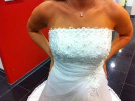 Traumhaft schönes Brautkleid Farbe ivory Gr. 40