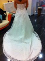 Foto 2 Traumhaft schönes Brautkleid Farbe ivory Gr. 40
