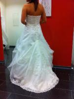 Foto 5 Traumhaft schönes Brautkleid Farbe ivory Gr. 40