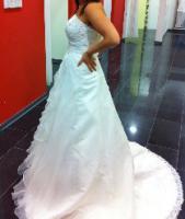 Foto 7 Traumhaft schönes Brautkleid Farbe ivory Gr. 40