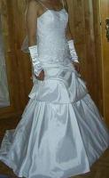 Traumhaftes Brautkleid Gr��e 36 mit Schleppe