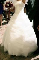 Foto 2 Traumhaftes Brautkleid in schneeweiß