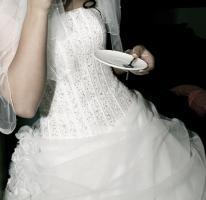 Foto 3 Traumhaftes Brautkleid in schneeweiß