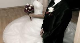 Foto 4 Traumhaftes Brautkleid in schneeweiß