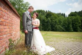 Traumhaftes Brautkleid, Bestikt, mit Schleppe