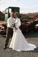 Traumhaftes cremefarbenes Brautkleid mit Schleppe