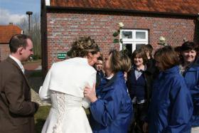 Foto 3 Traumhaftes cremefarbenes Brautkleid mit Schleppe