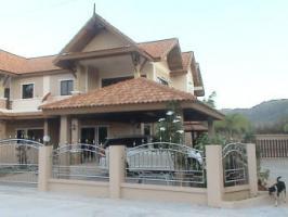 Traumziel THAILAND: Doppelhaush�lfte mit Pool zu verkaufen