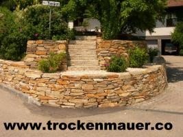 trockenmauer natursteine trockenmauersteine steinplatten steine stufenplatten in wien. Black Bedroom Furniture Sets. Home Design Ideas