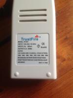 Foto 2 Trust Fire Batterieladeger�t