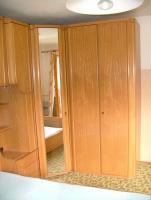 Überbau Schlafzimmer mit Lattenrost und Matratze