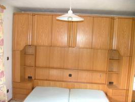 Foto 5 Überbau Schlafzimmer mit Lattenrost und Matratze