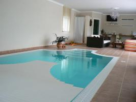 Überlauf Schwimmbecken mit integriertem Technikschacht