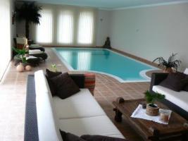 Foto 2 Überlauf Schwimmbecken mit integriertem Technikschacht