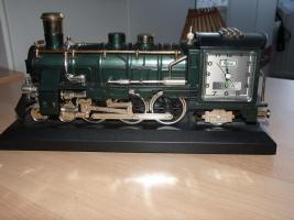 Uhr als Lokomotive
