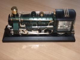 Foto 2 Uhr als Lokomotive