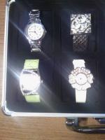 Foto 5 Uhrenkoffer aus Aluminium für 8 Uhren vollgefüllt mit hochwertigen Jay Baxter Damenuhren