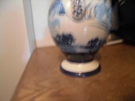 Foto 10 Ulmer-Keramikkanne;blau dekoriert, man kann vier Personen sehen;heil, nur der Deckel ist ein Problem