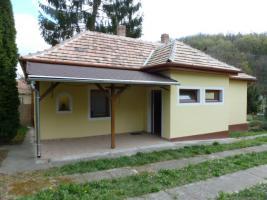 Ungarn: Gepflegtes Haus im B�derdreieck