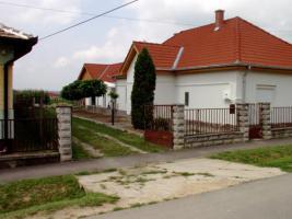 Ungarn: Gepflegtes, fast fertig renoviertes Haus am Balaton