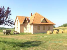 Foto 2 Ungarn-Nähe Marcali: Rohbau mit Dach auf schönem Grundstück