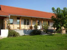 Foto 2 Ungarn Plattensee-Nähe: Gepflegtes Anwesen mit 2 Häusern mit Pool - 12.000 qm Grund