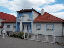 Ungarn Wohnhaus mit Donaupanorama
