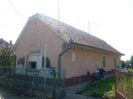 Ungarn  Abony Familie Wohnung  T 311