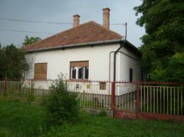 Ungarn  Törtel Familie Wohnung  T 310