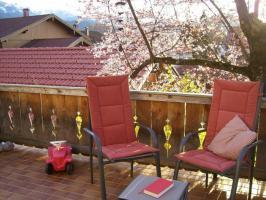 Terrasse mit Liegen und Grill