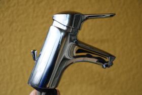 Foto 5 Untertisch Speicher Boiler 5 Liter Stiebel Eltron mit Wasserhahn Armatur