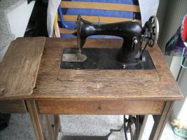 Uralte Nähmaschine aus Omas Zeiten ( ca. 1925-1930)