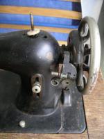 Foto 4 Uralte Nähmaschine aus Omas Zeiten ( ca. 1925-1930)