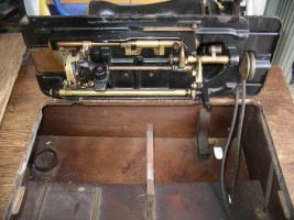 Foto 6 Uralte Nähmaschine aus Omas Zeiten ( ca. 1925-1930)