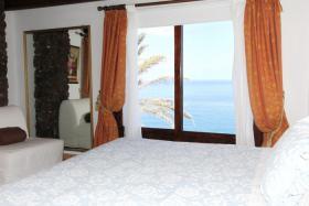 Schlafzimmer mit Blick aufs Meer